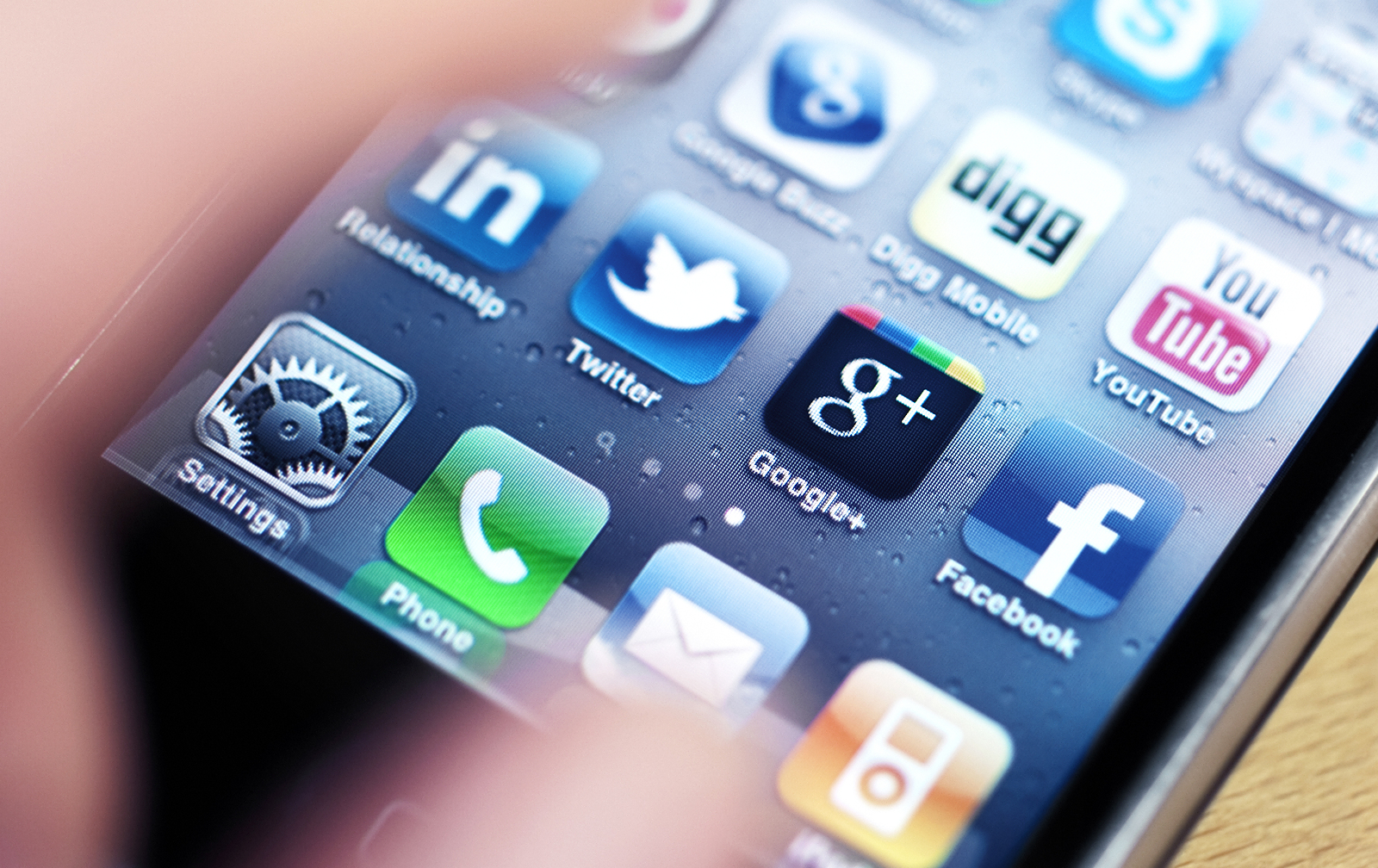 You are currently viewing Social for Small Business: To App or Not to App